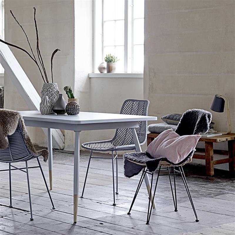 Chaise grise design en rotin tressé Bloomingville