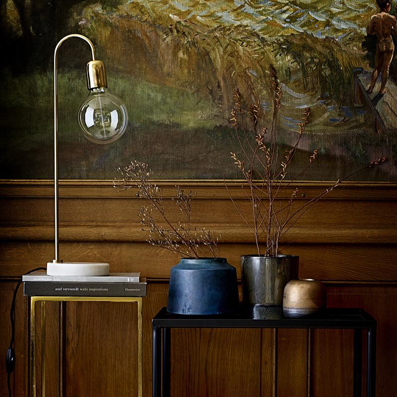 Lampe design dorée avec ampoule Bloomingville