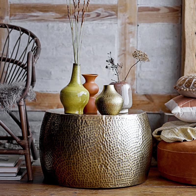 Table basse en métal doré martelé - Vilo