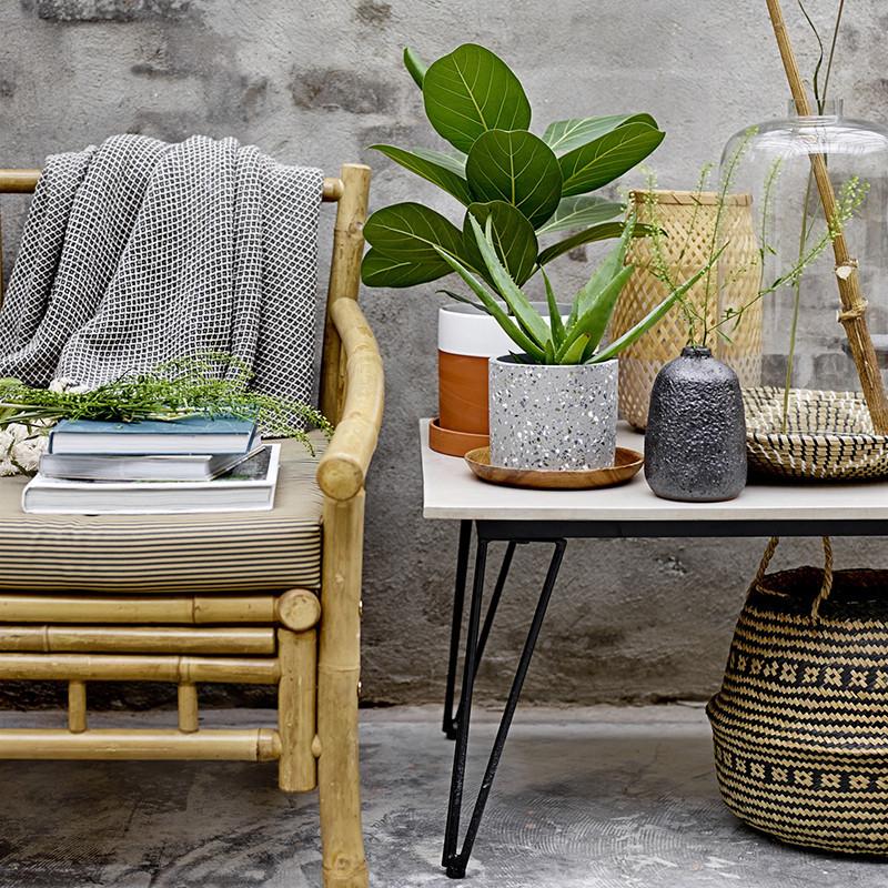 Table basse de jardin béton et métal noir design Bloomingville