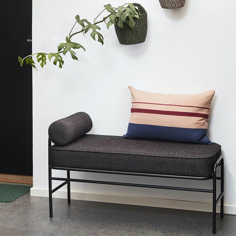 Banc d'entrée design noir avec assise matelassée - Bolbi