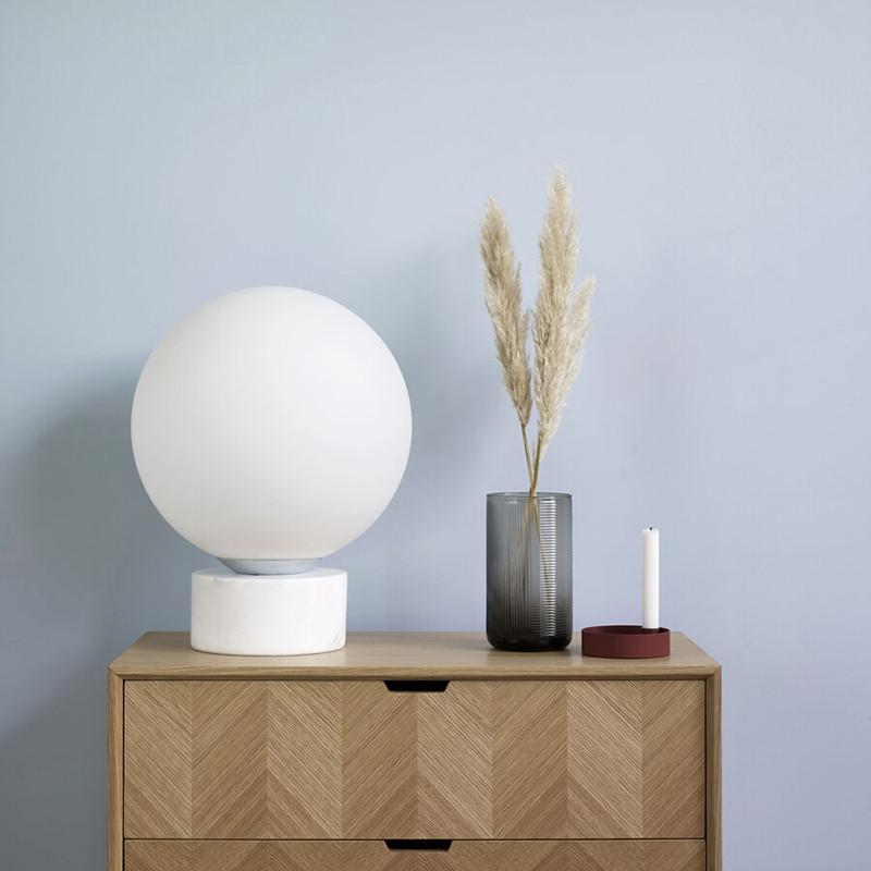 Lampe boule en verre blanc et marbre - Locre