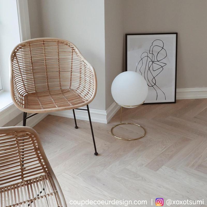 Lampe salon design en verre blanc et pied doré Hubsch - Lary