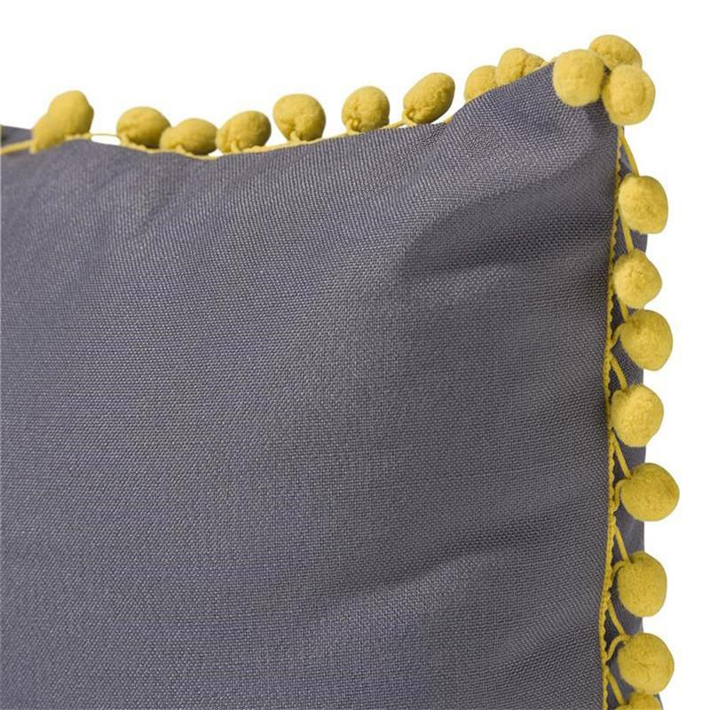Coussin jaune et gris avec pompons - Pompom