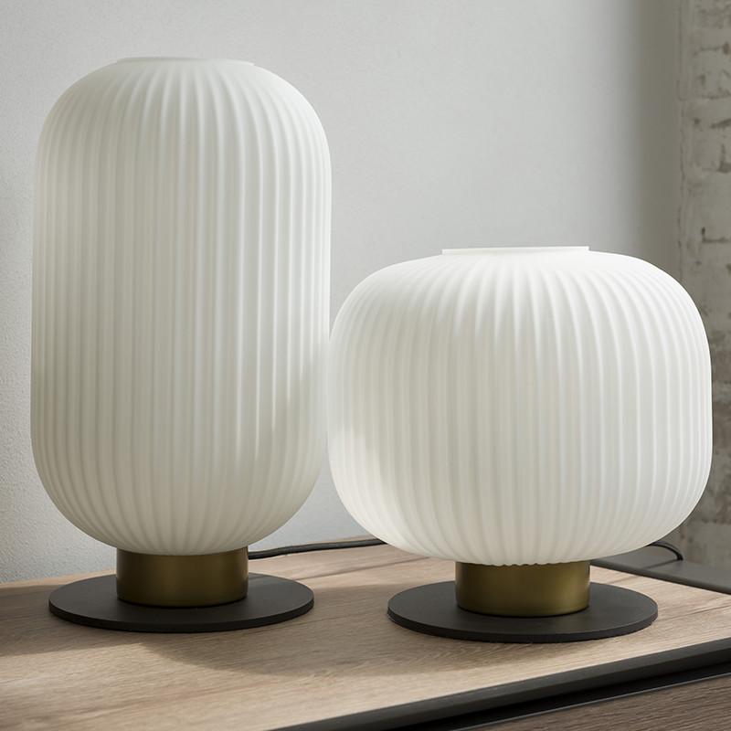 Lampe à poser design abat-jour blanc socle métal noir et doré - Jonah