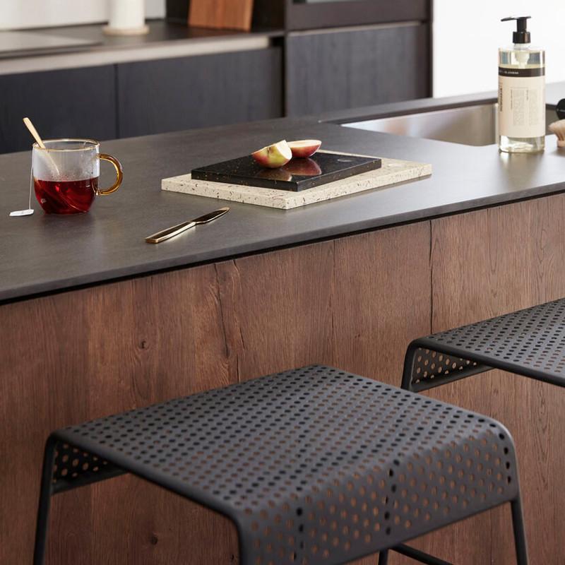 Tabouret de bar métal noir assise perforée Hubsch - Chani