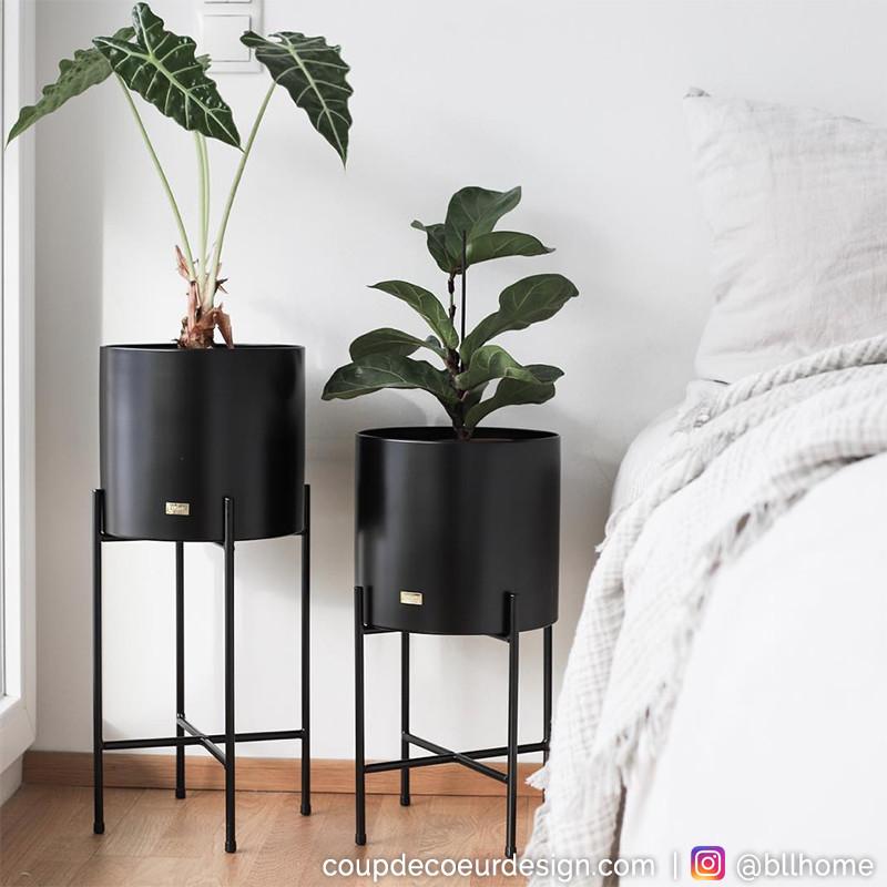 Pots de fleurs sur pieds métal noir design Hubsch - Pétale