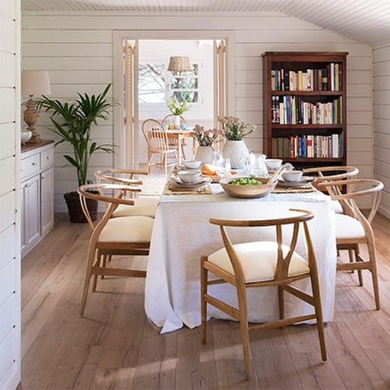 Chaise wishbone en bois avec coussin blanc - Weg