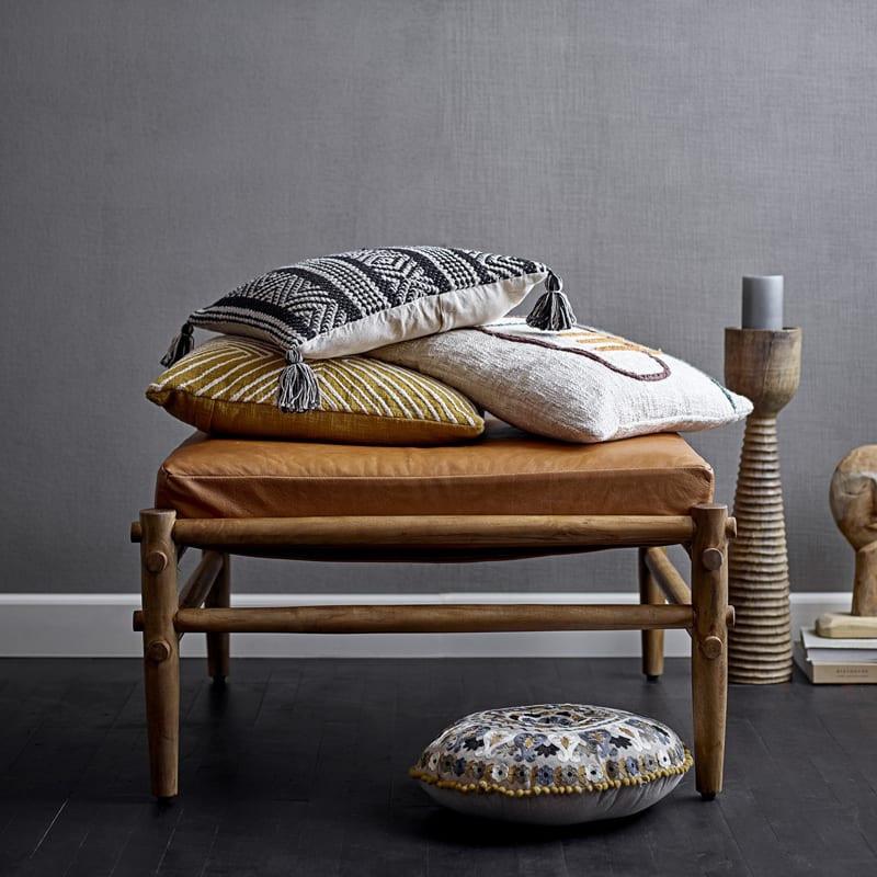 Pouf en cuir marron et bois design - Aysia