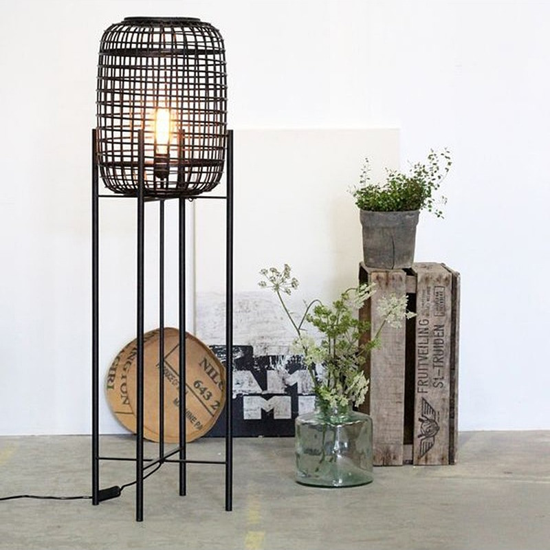 Lampadaire design en rotin noir - Divi